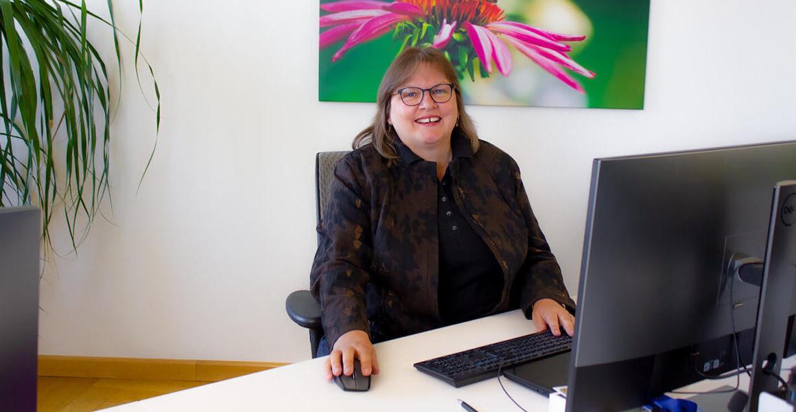 Elisabeth Maier (CEO) bei der Arbeit